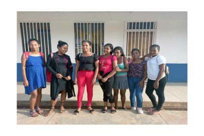 Tonårsmödrar från Instituto Corazón de Rosario Murillo